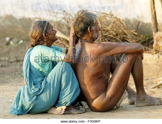 rural-life-old-couples-near-vadalur-tamil-nadu-india-f3g0kp